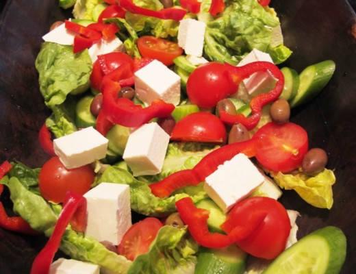0 011 520x400 - Gresk salat
