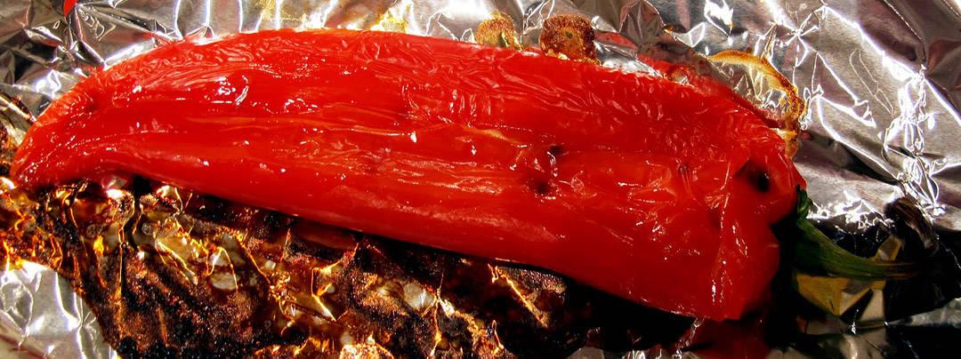 2. Legg på aliminiumsfolie i ovnen på 230 grader, varmluft i ca 20 minutter til skinnet begynner å «krølle seg»