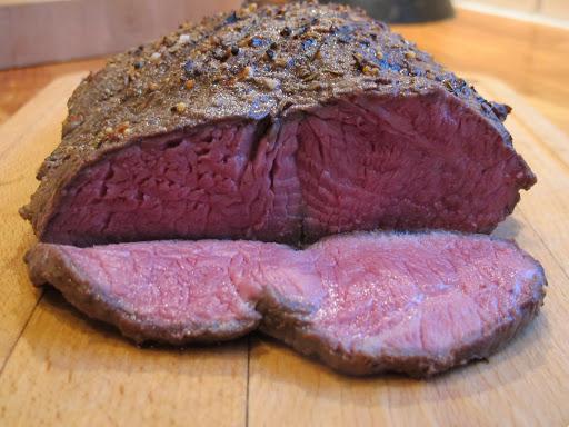 Se så flott kjøttet blir! Kjøttet er jevnt stekt over det hele.