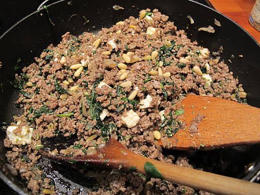 Lammekjøtt med fetaost og annet snadder.