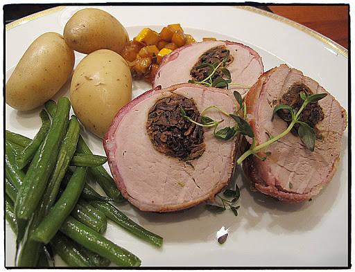 svinefilet2 - Langstekt svinenakke med chorizo, pinjekjerner og hvite bønner