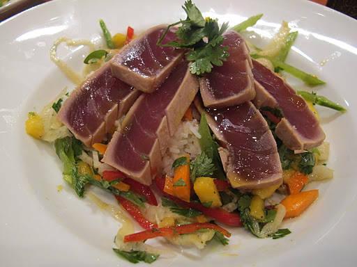 tunfisk21 - Tunfisk med eksotisk salat