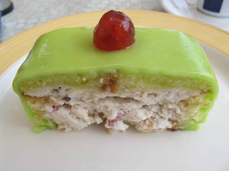 Italiensk cassata-kake. Utrolig mektig ostekake med hakkede nøtter og kandiserte frukter
