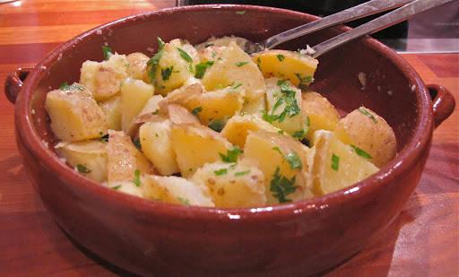 img 55812 - lun potetsalat med sitron og en herlig sommertallerken