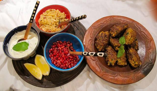 img 6445 - Krydrede kjøttkaker med mandelbulgur, myntedressing og granateple