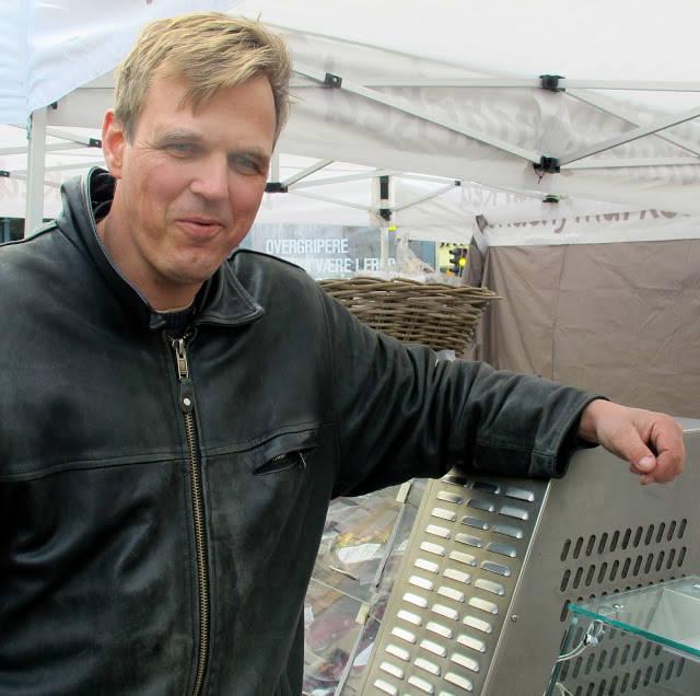 Thomas Ole Stebergløkken ved Heidal landbruksprodukter finner du på Bondens marked. Han er en produsent som er opptatt av dyras ve og vel mens de er i live og helt fram til livets slutt