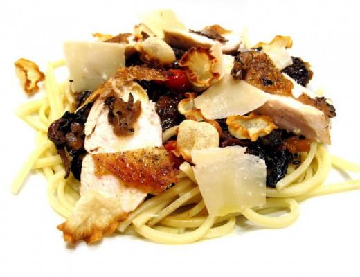 img 7253 520x400 - Pasta med skogssopp, trøffel, persillerotchips, parmesanflak og kylling
