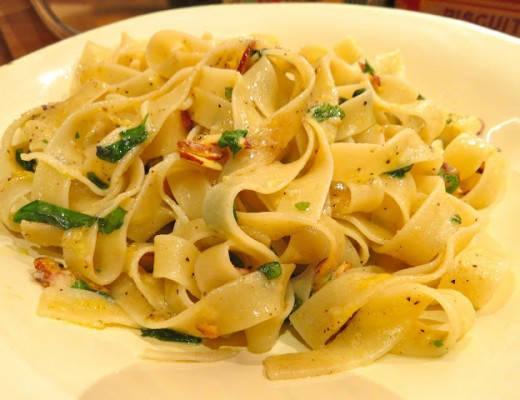 img 0045 520x400 - Pasta med mandelflak, urter og sitronskall
