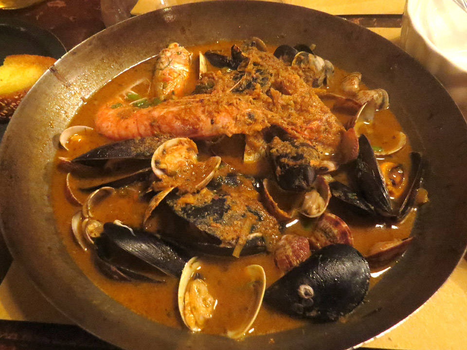 Verdens beste fiskesuppe? Masse skalldyr og smak av appelsin.