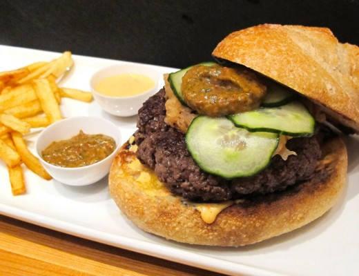 img 9649 520x400 - Viltburger med Bloody Mary-ketchup, chilimajones, hjemmesyltede agurker, eplechutney og pommes strips