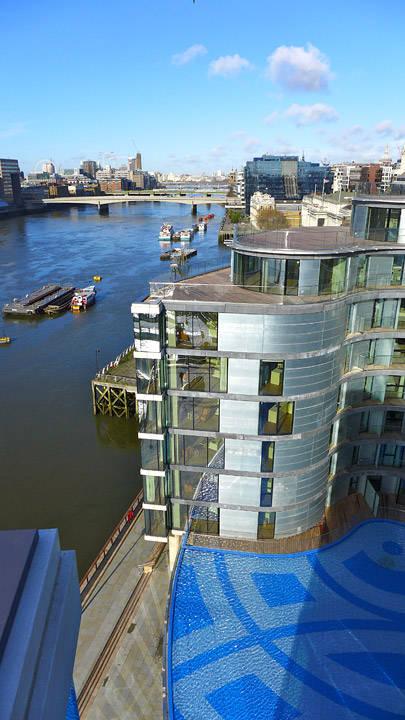 Hotellet ligger deilig til ved elven.