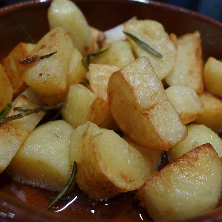 Toscanske poteter med rosmarin og hvitløk