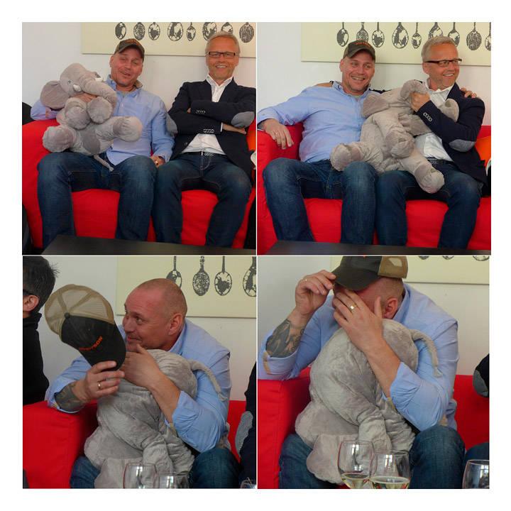 Noen gruer seg til å se seg selv på tv! Hans Petter og Tor stiller med trøstende pute ( i form av en elefant)