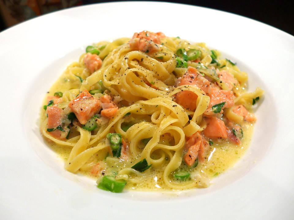l1000054 - Pasta med røkt ørret og asparges