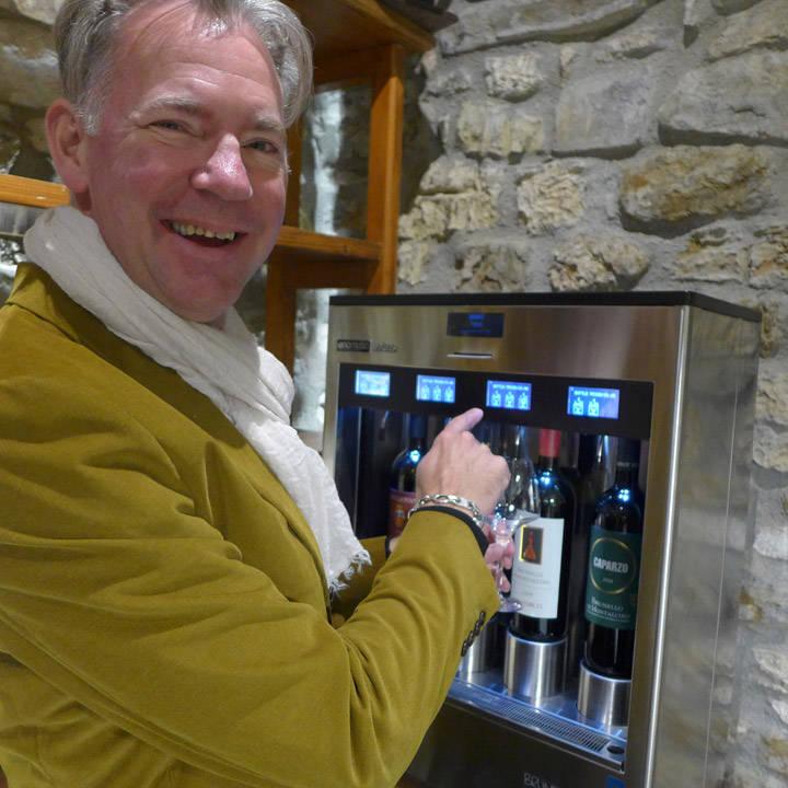 """""""Tenk, Det kommer vin når jeg trykker på knappen!"""""""