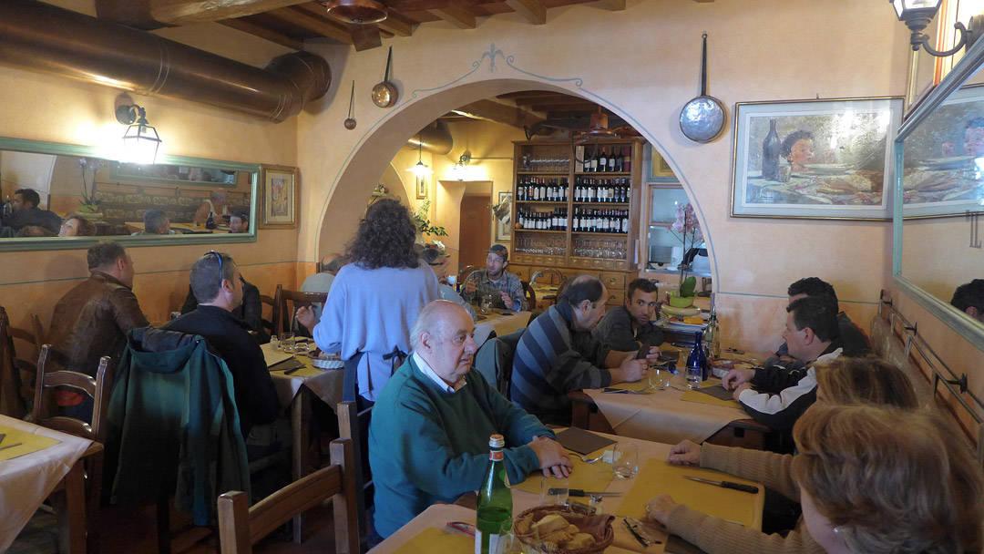 Restaurante Il Fortico Her går det nesten bare lokale.