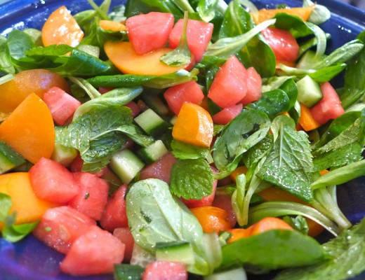 l1020325 520x400 - Fruktig og frisk salat til grillmaten