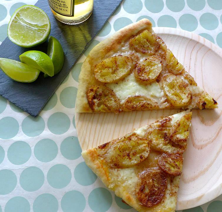 l1020389 - VM-pizza – søtt, salt og fruktig