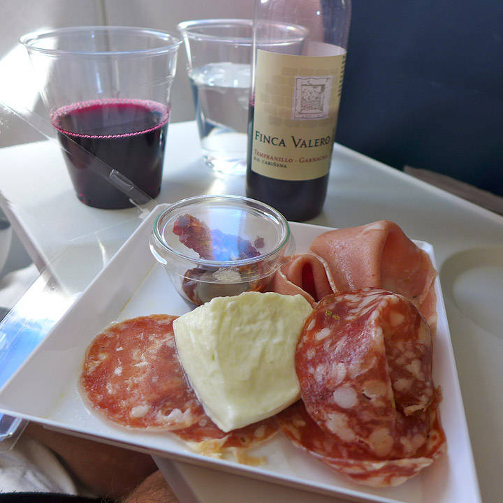 Forrett: Italienske spekepølser, oliven og buffalo mozzarella.