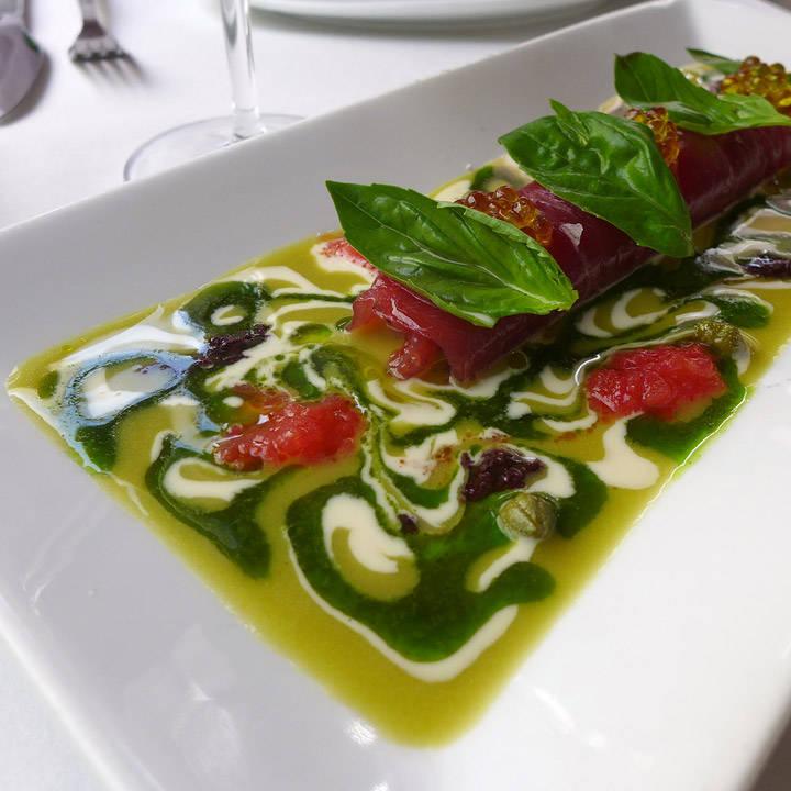 Vi måtte ha denne! Vi hadde den i fjor, og den er bare så god! Tunfiskrullade med middelhavssmaker.
