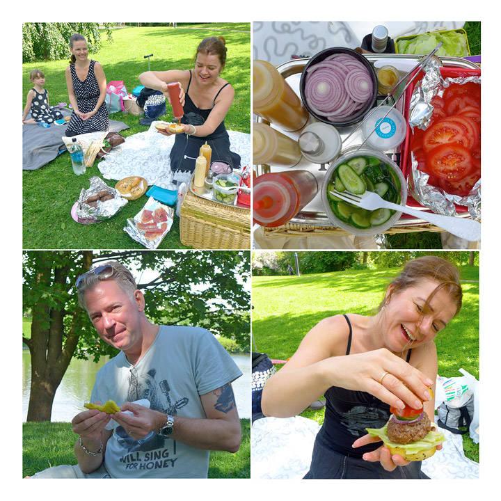 Vilde Sofie, Tanja og Åshild bygger sin egen burger. Tilbehøret har alle bidrat med. Erik koser seg med grillet ananas som dessert. Åshild stabler burger.