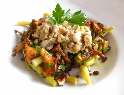 l1030832 520x400 - Bønnesalat med kantareller, hasselnøtter og krabbe med syrlig rømmedressing