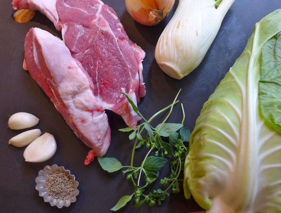 Dette er en middag til en person til to små middager. Lammebog, oregano, anisfrø, løk, fennikel, hvitløk og spisskål (vanlig hodekål går også bra)