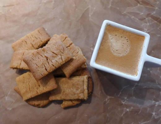 l1050971 520x400 - Knasende småkaker med honning, kanel og sitron