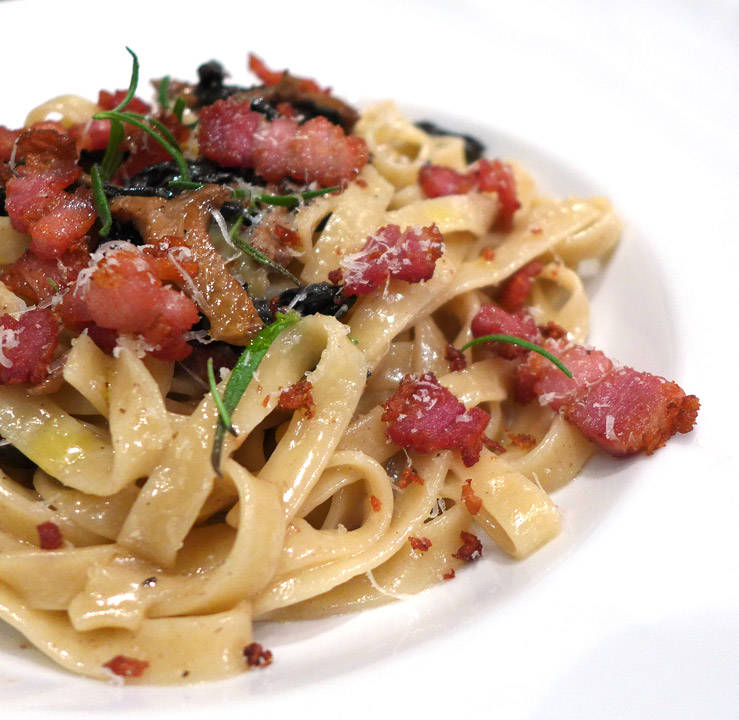 l1060229 - Pasta med sopp og bacon