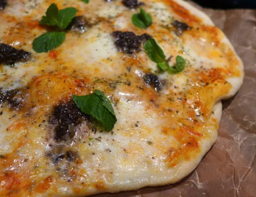 l1070554 520x400 - Pizza margeritha med tapenade og mynte