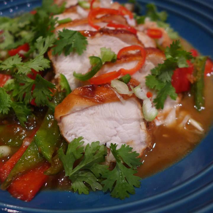 Supersaftig kylling i asiatisk karamellsaus.
