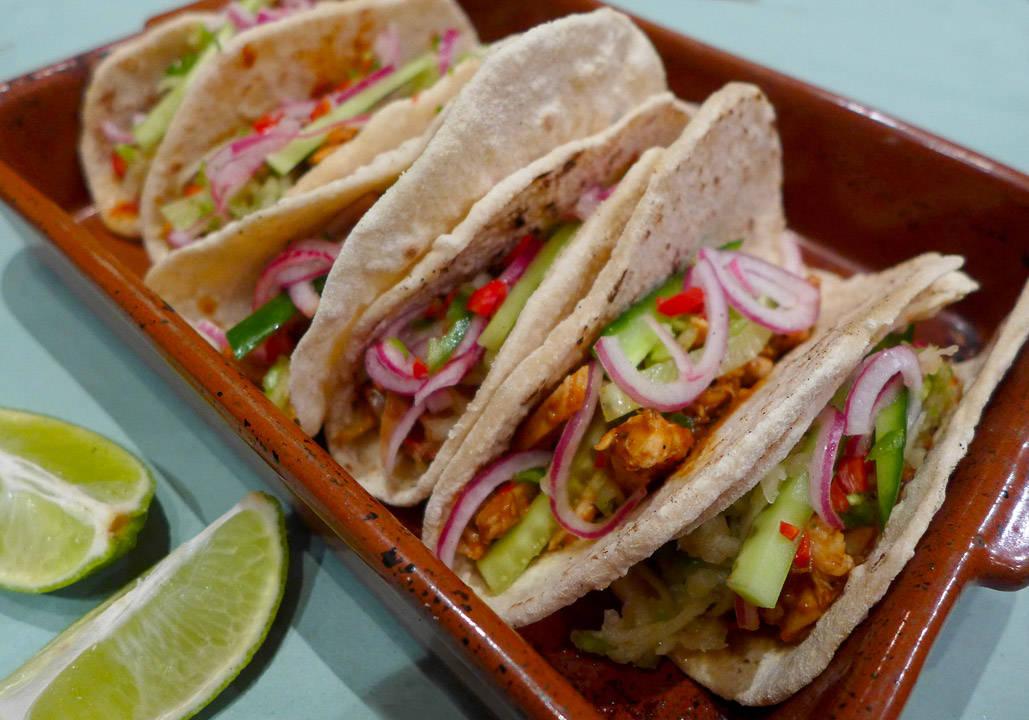 l1070979 - Kyllingtaco med hjemmelagde tortillalefser