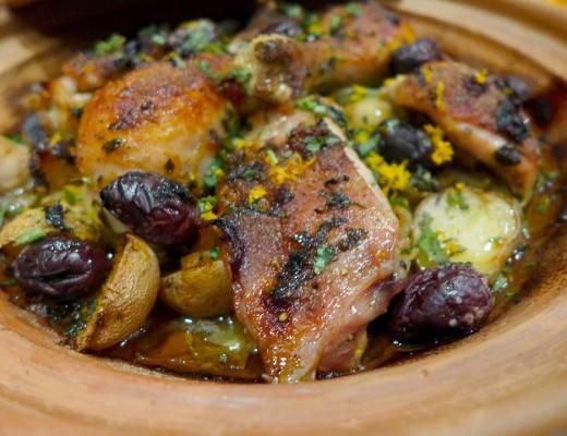 l1080430 520x400 - Supersaftig kylling med appelsin og oliven bakt i leirgryte