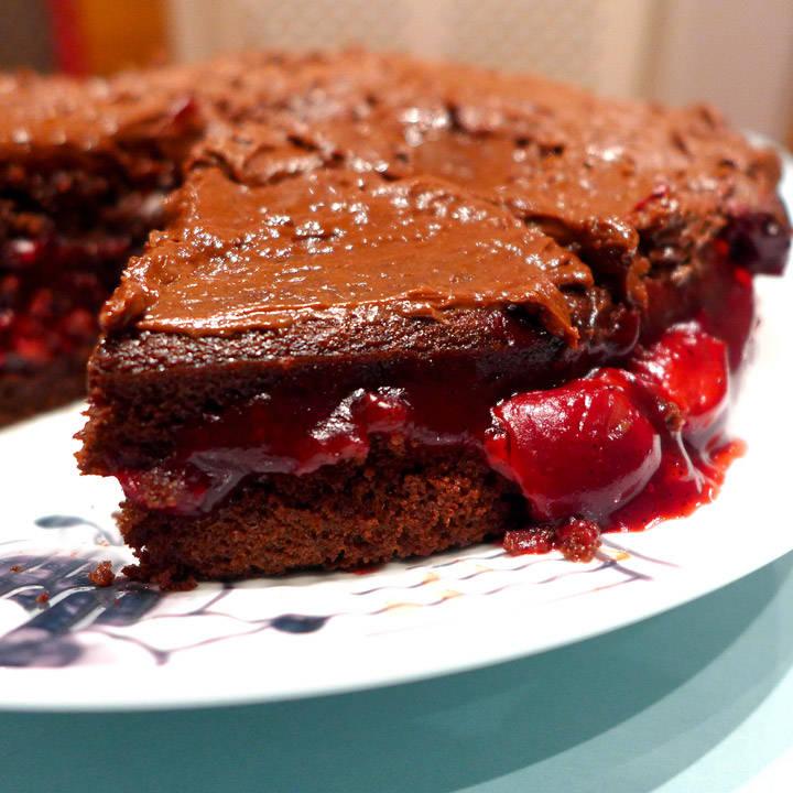 l1080663 - Syndig sjokoladedrøm med kirsebær