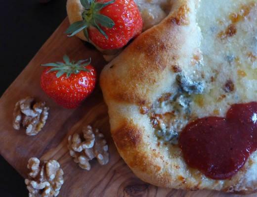 L1110927 520x400 - Pizza med fire oster og jordbærketchup til