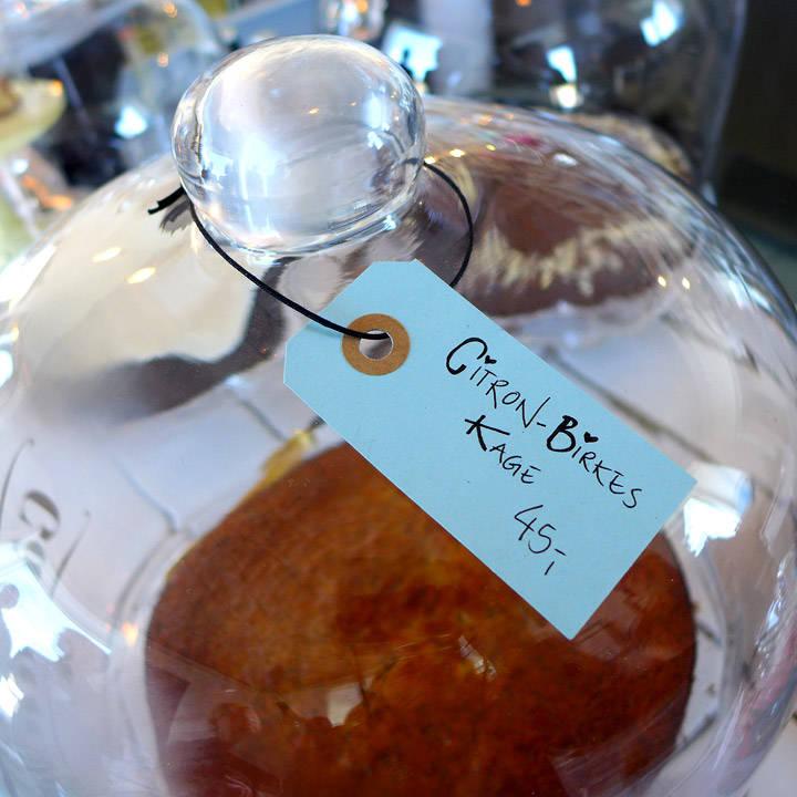Signes fantastiske kaker. Denne med sitron ov valmuefrø er til å dø for.