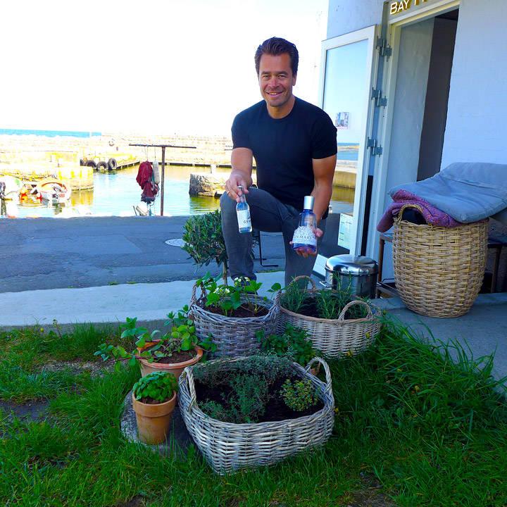Utenfor kaféen kan gjestene selv plukke de urtene de selv vil ha i GT'n sin.