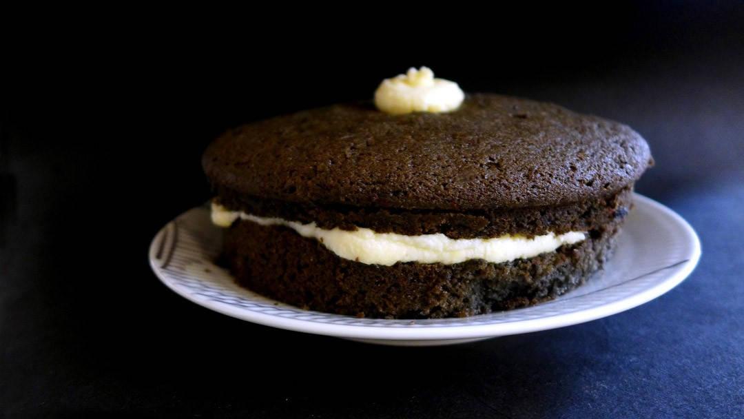 l1110758 1080x608 - Black Velvet Cake forkledd som en diger Oreo-kake