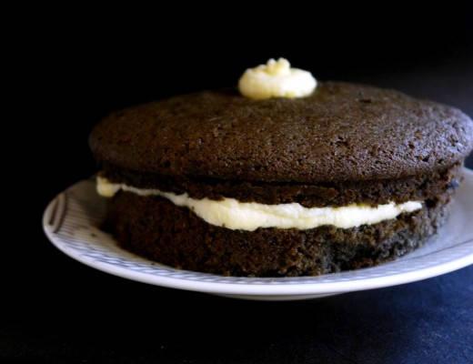 l1110758 520x400 - Black Velvet Cake forkledd som en diger Oreo-kake