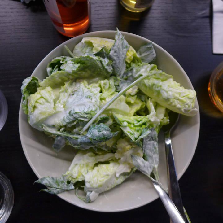 Salat med mormordressing.