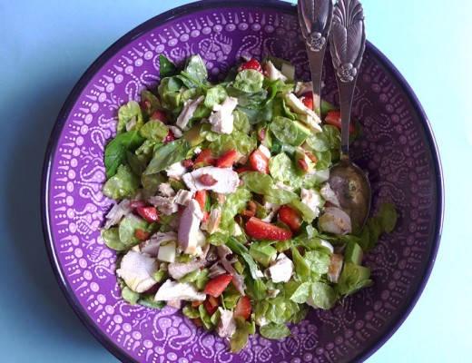 L11308971 520x400 - Sommerlig kyllingsalat med bacon og jordbær