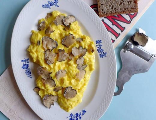 L1130913 520x400 - Fløyelsmyk eggerøre med sommertrøffel