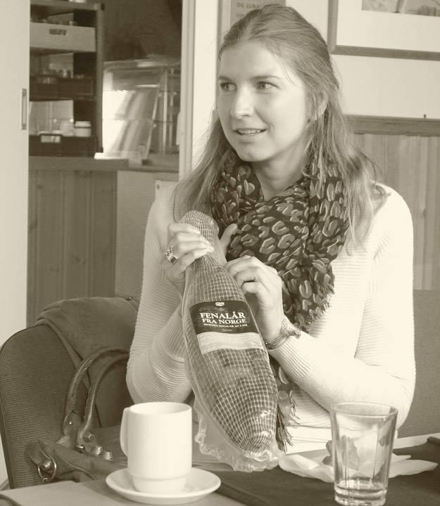 Karine Sveli fra Nortura forteller om fenalåret. Du kjenner henne kanskje igjen fra første sesong av Norges grillmester der jeg også var deltaker?