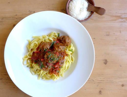 L1130908 520x400 - Økologiske kjøttboller med bacon, tomatsaus og pasta