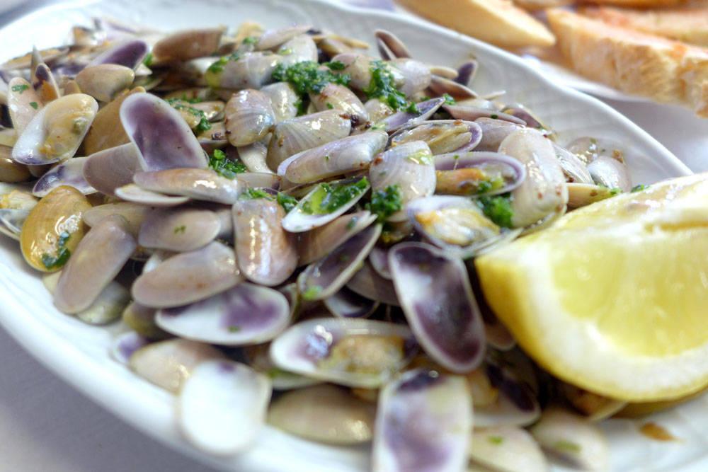Tellinskjell i sitron, olivenolje, bittelitt hvitløk. Så nydelig!