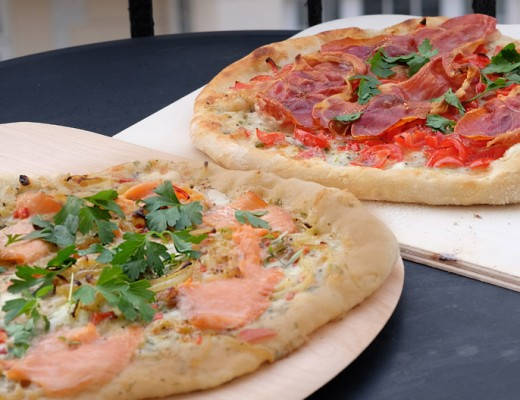 DSCF0542 520x400 - Pizza med røkelaks og en klassiker med spekeskinke