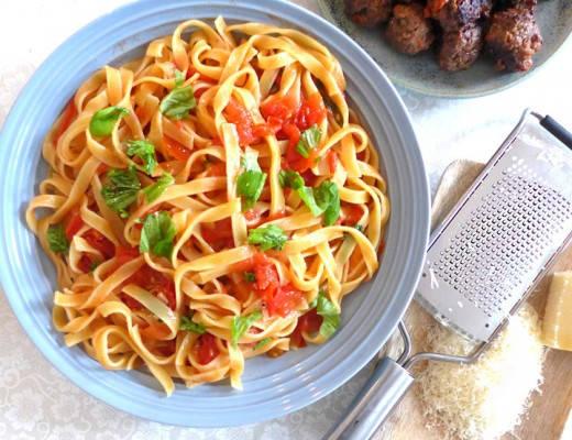L1160475 520x400 - Pasta med fersk tomatsaus og spicy kjøttboller (hvis du vil)