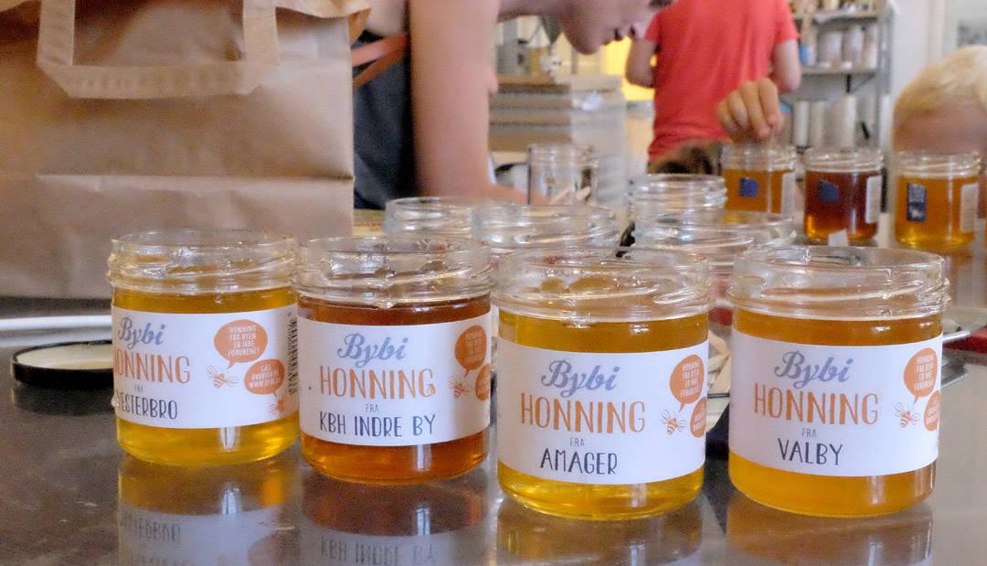 Fire forskjellige honninger fra Indre København.