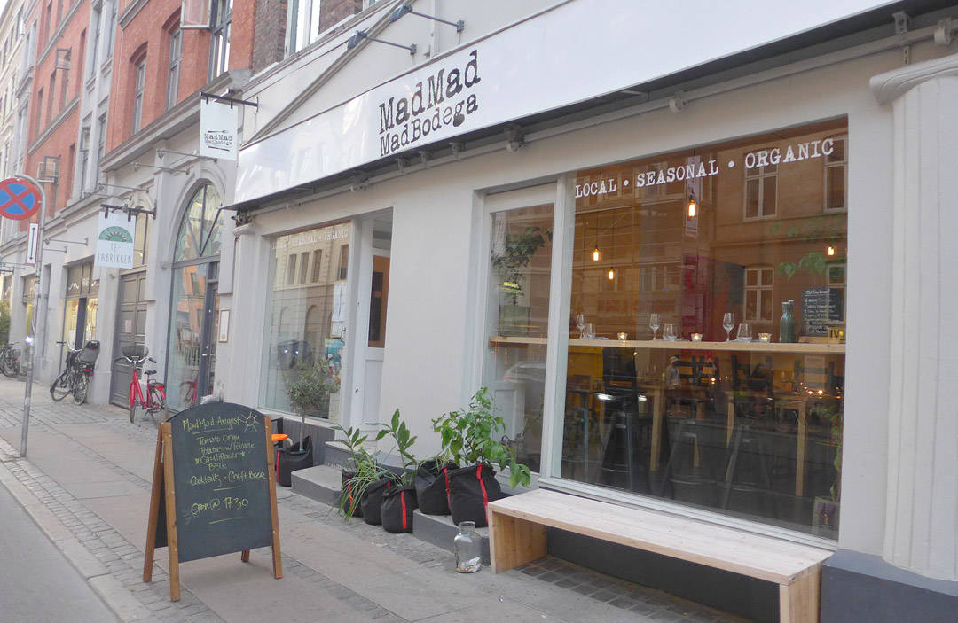 MadMad Mad Bodega ligger i Vesterbrogade i København.