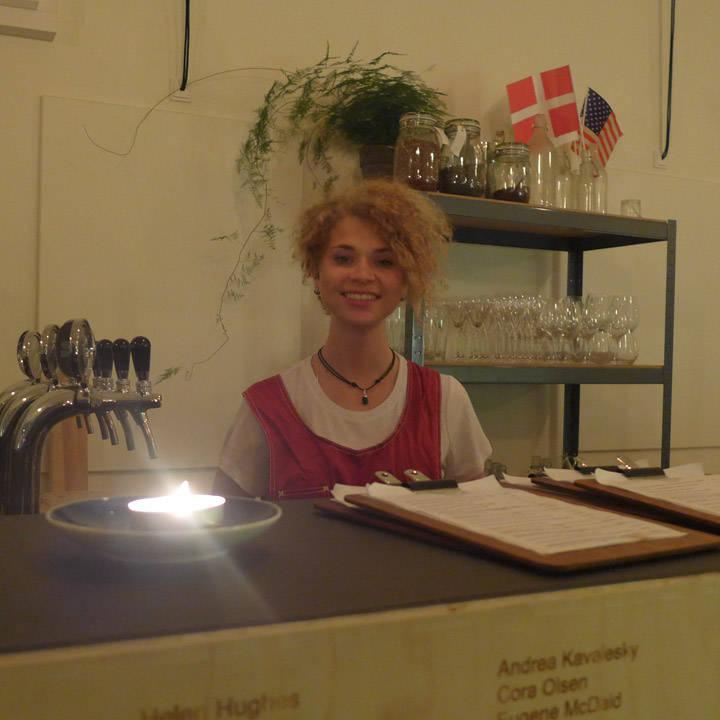 Norske Sara Iselin Nilsson Dannevig har jobbet i restauranten i 4 måneder.